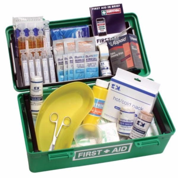 GENERAL WORKPLACE FIRSTAID KIT IN A PORTABLE MEDIUM PLASTIC CARRY